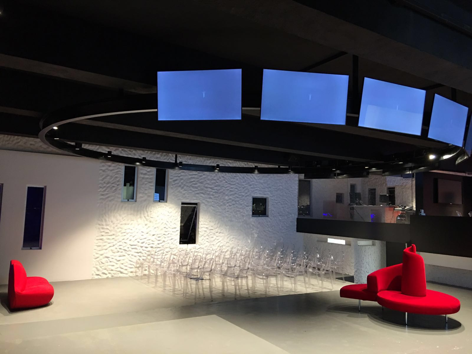 R40 nobile sistemi di illuminazione a led for Sistemi di illuminazione led